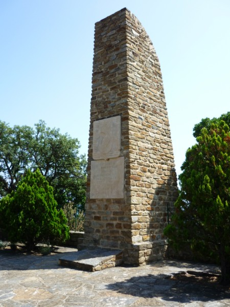 Le rayol Canadel : Monuments THE STELE OF THE COMMANDO TROOPS OF AFRICA